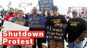Government Workers Protest Trump's Border Visit: 'We Want To Work, Stop The Shutdown' [Video]