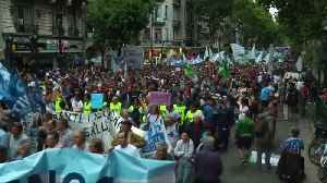 Tens of thousands march in Argentina against Macri's austerity [Video]
