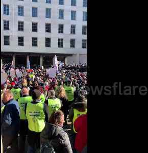 Union workers call for end to government shutdown during AFL-CIO Rally [Video]