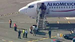 2 Detained After Aeromexico Flight Is Stuck for Hours on Oakland Tarmac [Video]
