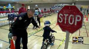 Officers teaching kids bike safety for free in Phoenix [Video]