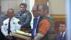 Kirby Wallace, subject of 2-week manhunt, pleads not guilty to all counts [Video]