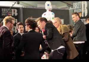 One Direction steal their own Brit Award at the 2013 Winner's Conference [Video]