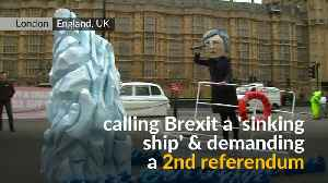 Titanic-themed Brexit stunt staged in London [Video]