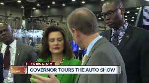 Governor Whitmer tours the auto show [Video]