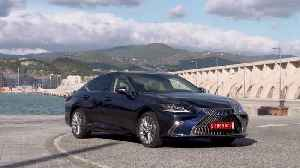 The new Lexus ES 300h LUXURY Design in Deep Blue [Video]