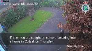 Burglars caught on CCTV breaking into house [Video]