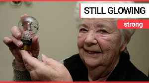 A woman claims to have one of the oldest light bulbs in the country [Video]