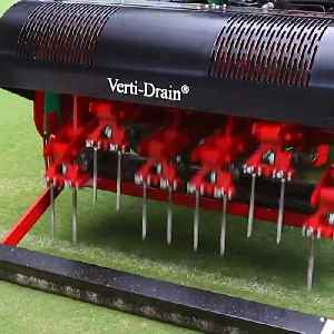 This machine for aerating turfs is amazing [Video]