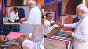 PM Modi Shopping Video Goes Viral, Modi Buys Jacket And pays through RuPay Card | Oneindia News [Video]