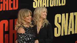 Goldie Hawn and Kate Hudson take tourist trip of film studios [Video]