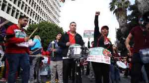 Thousands gather in front of City Hall to support LAUSD teachers' strike [Video]