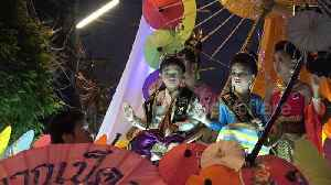 Thai locals wear traditional dress for evening parade at umbrella festival [Video]