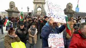 Thousands protest in Budapest against government's labour reforms [Video]