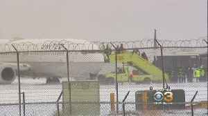 Chicago Plane Carrying 129 Passengers Skids Off Runway Into Grass [Video]