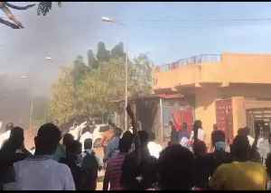 Demonstrators March Through Omdurman Amid Police Crackdown [Video]
