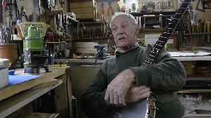 Banjo makerwho made an instrument Billy Connolly [Video]