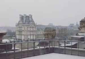 Snow Falls at Louvre in Paris as Cold Front Crosses France [Video]