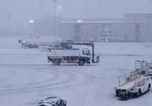 Snowstorm Temporarily Grounds Flights at Glasgow Airport [Video]