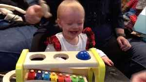 Adorable watch – baby girl can't stop giggling at her dad playing with new toy [Video]