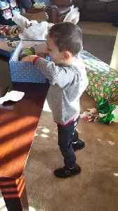 Kid gets pranked with canned foods for Christmas [Video]