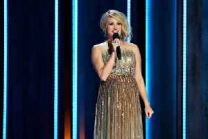 Carrie Underwood adopts new puppy [Video]
