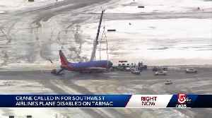 Crane called in for disabled plane on tarmac [Video]