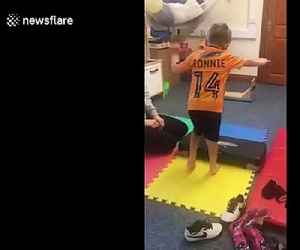 Inspirational moment boy with cerebral palsy walks without splints [Video]