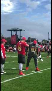 Calais Campbell attempts field goal at Pro Bowl practice [Video]