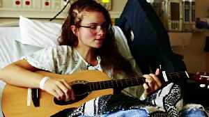 Teen Girl Sings Through Brain Surgery [Video]