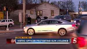 Metro officer protests gun violence [Video]
