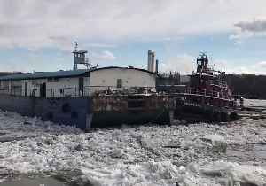 Barge Maneuvered Ashore After Multiple Vessels Break Free in Icy Hudson River [Video]
