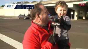 Little fan cheers on Mississippi Blues Marathon runners [Video]