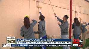 Family volunteers during Lamont's MLK Day Clean-Up [Video]