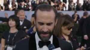 Joseph Fiennes of 'The Handmaid's Tale' on SAG Awards Red Carpet 2019 [Video]