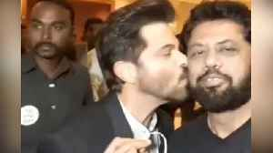 Anil Kapoor gives best reply to reporter instead of answering question [Video]