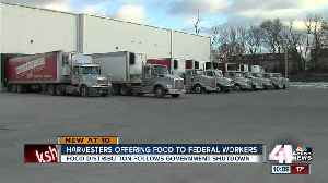 Harvesters giving food to federal employees [Video]