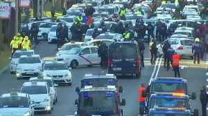 Taxi protest blocks main road in Madrid [Video]