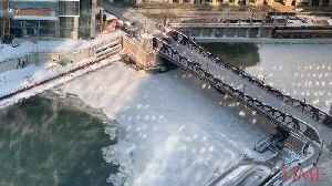 333e5133f7 Icebreaker pushes through Chicago river - One News Page VIDEO