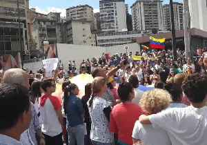 Caracas Demonstrators Sing National Anthem, Wave Giant Flag, Chant 'I Want Nicolas to Go' [Video]
