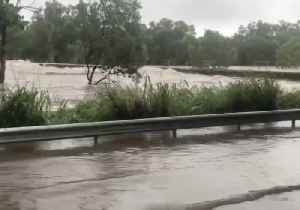 Surging Floodwaters Engulf Bridge in Bluewater, Queensland [Video]