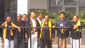 Andhra Pradesh Special State : CM Naidu, TDP MLAs wear black T.shirt to protest | Oneindia News [Video]