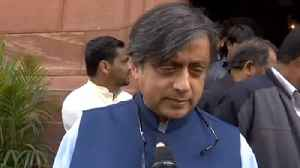 Budget 2019 : Shashi Tharoor slams Modi Government, Calls it a Dump Squad | Oneindia News [Video]