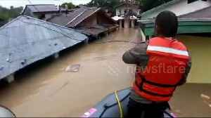 Teams rescue residents hit by severe flash floods in Indonesia [Video]
