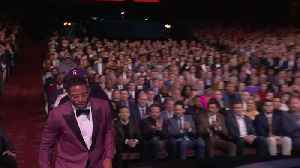 Kenyan Drake thanks Dolphins fans who stayed for Miami Miracle during Play of the Year acceptance speech [Video]