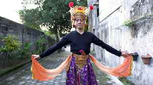 Indonesia's Tradition of Cross-Gender Dancing [Video]