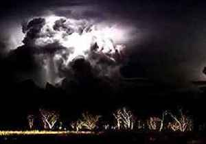 Monsoon Season Brings Spectacular Lightning Storm to Kimberley [Video]