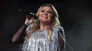 Kelly Clarkson Gets Tips From Ellen For Her Talk Show [Video]