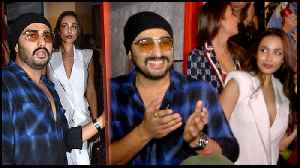 Arjun Kapoor PROTECTS Malaika Arora From Crowd And Media At Gauri Khan Dinner Party [Video]