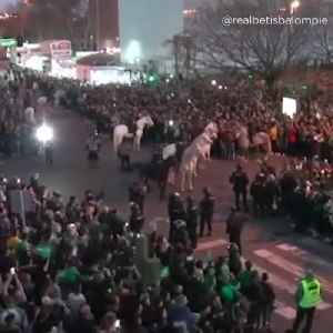 Real Betis pre-game welcome [Video]